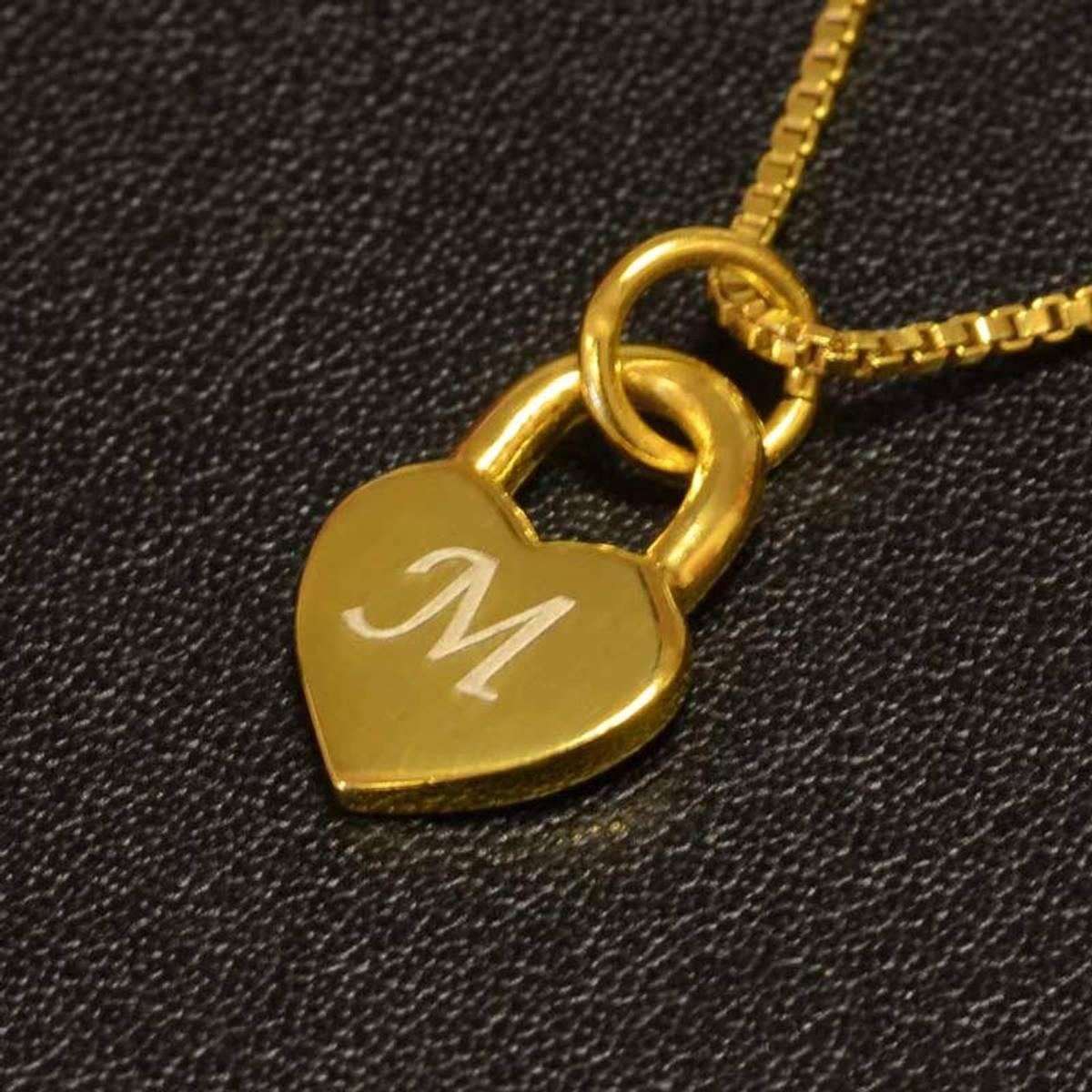 Lite hjertesmykke  med valgfri bokstav - Gullbelagt