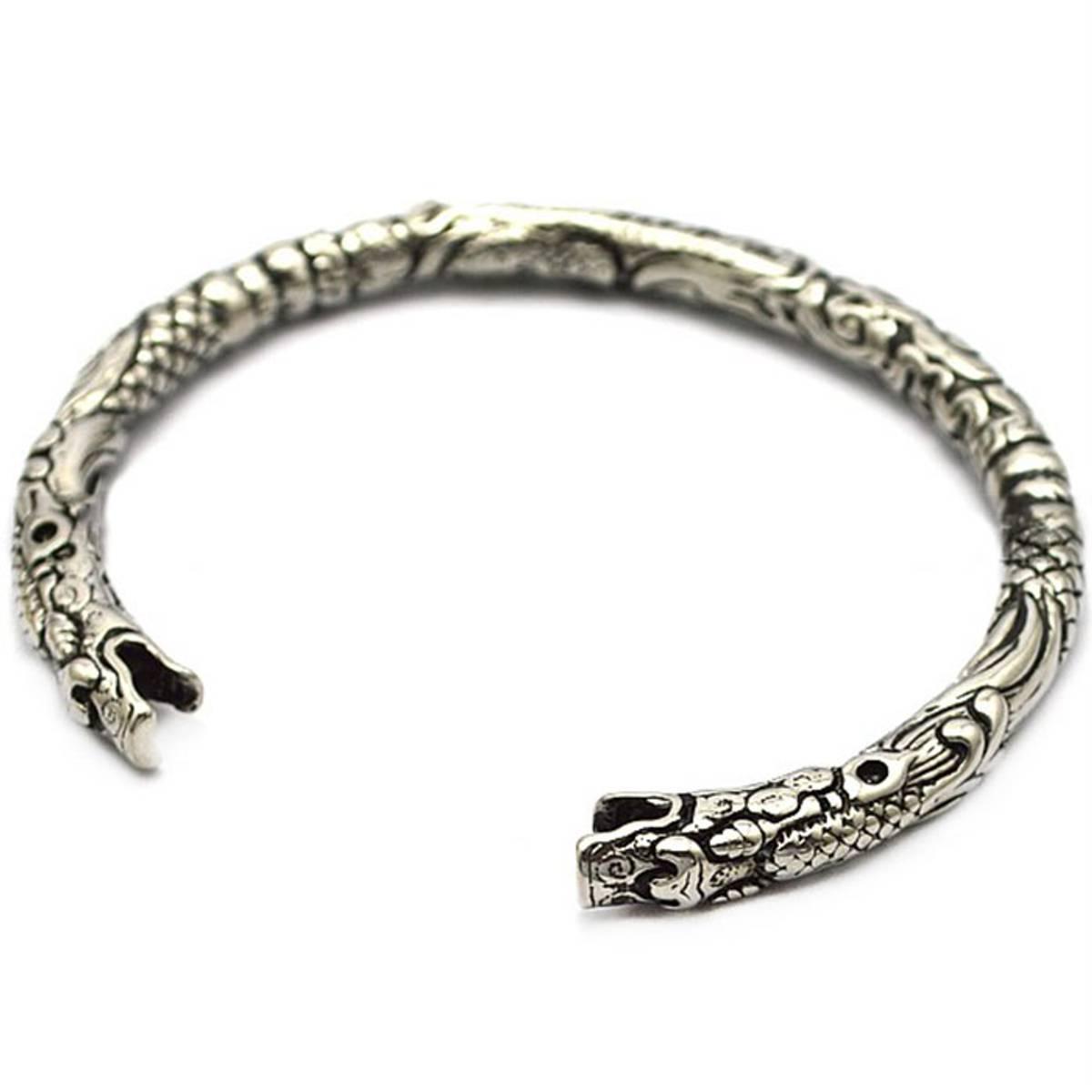 Vikinginspirert armring i stål
